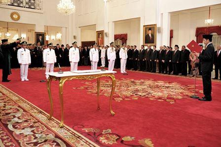 Arsyadjuliandi Rachman saat dilantik dan diambil sumpah jabatannya sebagai Gubernur Riau oleh Presiden Joko Widodo di Istana Negara, Jakarta.