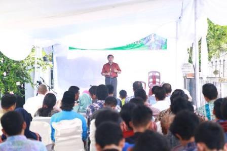 Walikota Pekanbaru H Firdaus ST MT saat memberikan pidato dan wejangan serta motivasi kepada seluruh Mahasiswa Pekanbaru yang sedang melaksanakan Kuliah di Jogjakarta. (rsc)
