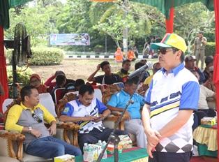 Sambutan Bupati Siak Syamsuar sekaligus membuka pelaksanaan kejuaraan daerah Road Race Siak 2016 di depan gedung DPRD kab Siak