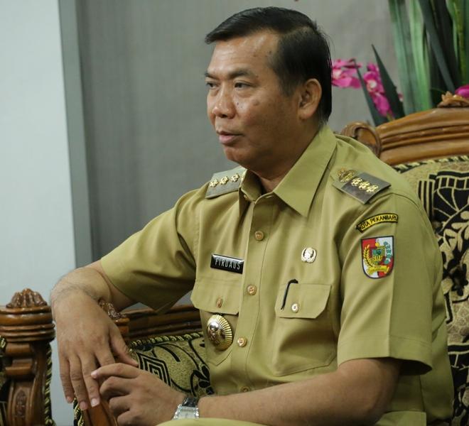 Walikota Pekanbaru, Firdaus, tokoh kepala daerah yang sangat peduli dengan kemajuan pendidikan.