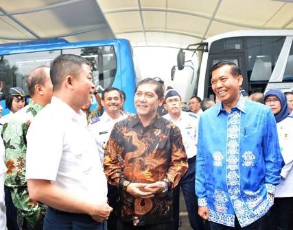 Walikota Pekanbaru Firdaus berbincang-bincang bersama Bupati Karo, Bupati Tebing Tinggi dan Menteri Perhubungan RI Ignatius Jonan. (gsc)