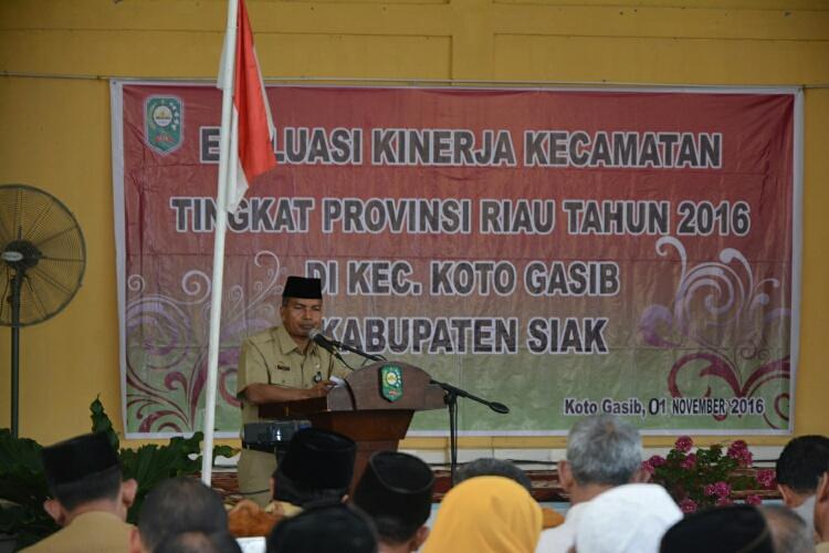 Sambutan Asisten Administrasi Umum Drs H Jamaluddin pada acara Evaluasi Kinerja Kecamatan Tingkat Provinsi Riau tahun 2016 di Kecamatan Koto Gasib. Selasa 1 November 2016